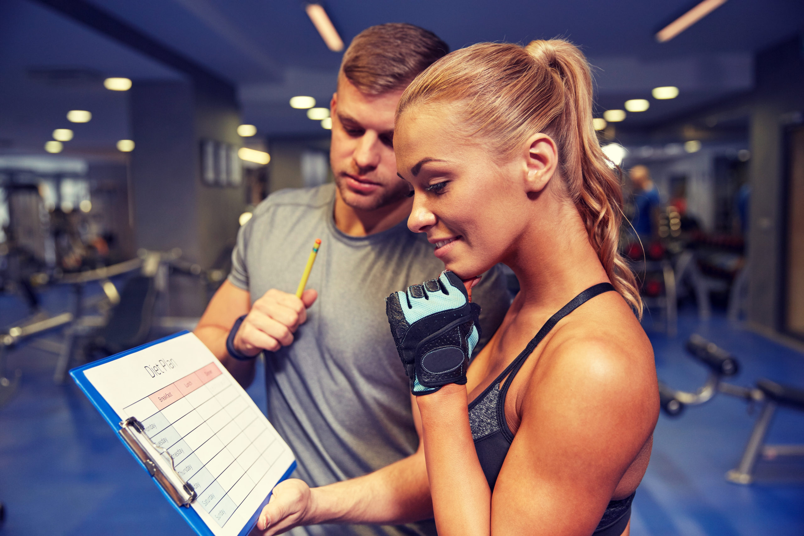 kobieta, trener personalny, plan treningowy; trener freelancer, trener na umowie, trener na etacie